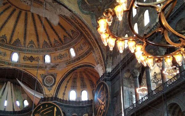 La basilica di Santa Sofia ufficialmente nota come Santa Moschea della Grande Hagia Sophia, uno dei principali monumenti di Istanbul - Sputnik Italia