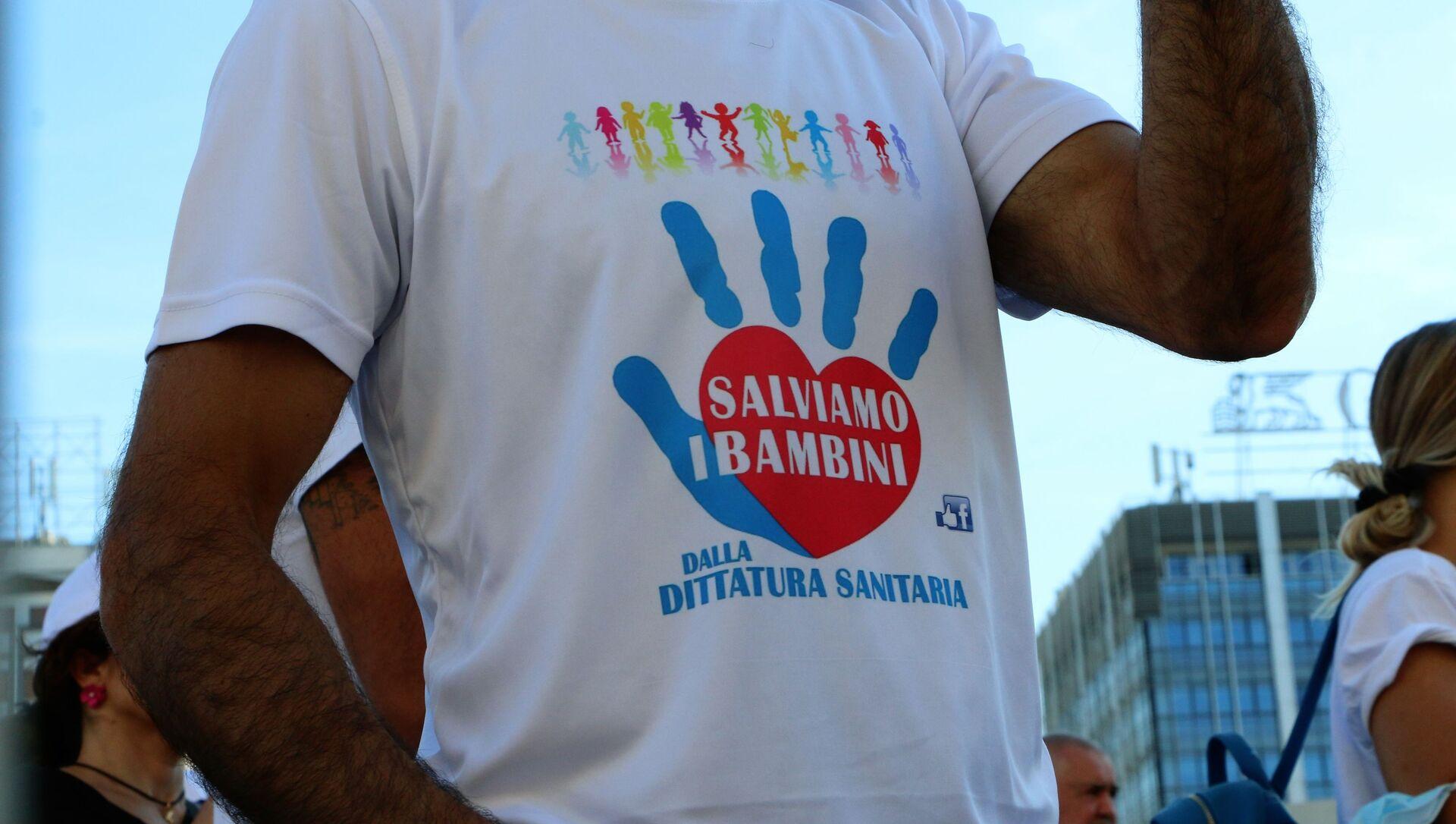 Maglietta salviamo i bambini dalla dittatura sanitaria - Sputnik Italia, 1920, 18.05.2021