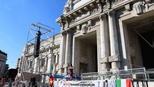 Il palco in Piazza Duca D'Aosta a Milano - Sputnik Italia