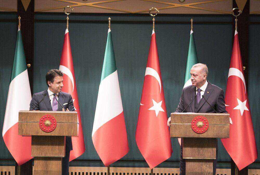 Il Presidente del Consiglio, Giuseppe Conte, con il Presidente della Repubblica di Turchia, Recep Tayyip Erdoğan