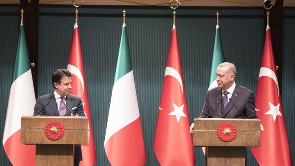 Il Presidente del Consiglio, Giuseppe Conte, con il Presidente della Repubblica di Turchia, Recep Tayyip Erdoğan - Sputnik Italia