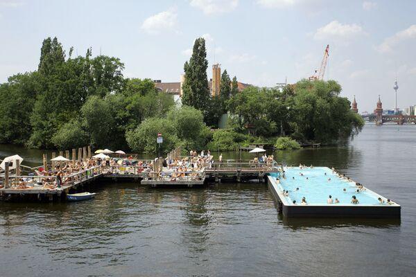 Una piscina ricavata nelle acque del fiume Spree a Berlino - Sputnik Italia