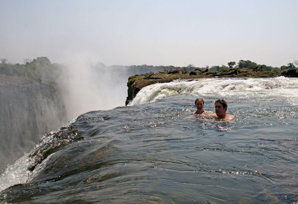La piscina naturale Devil's Pool nelle cascate Victoria