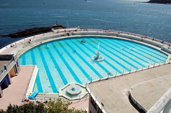 La piscina Tinside Pool a Plymouth, in Gran Bretagna - Sputnik Italia