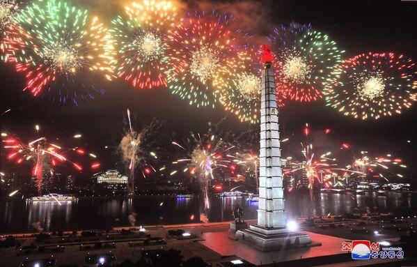 Fuochi d'artificio in occasione del 67° anniversario dell'Armistizio di Panmunjeom. - Sputnik Italia