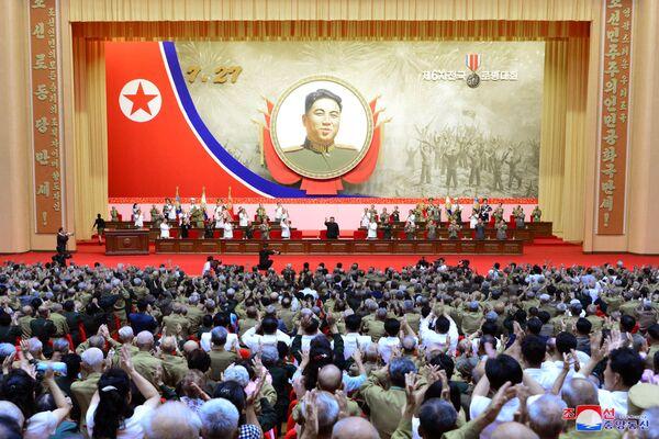 Kim Jong Un partecita ad una conferenza dei veterani della guerra. - Sputnik Italia