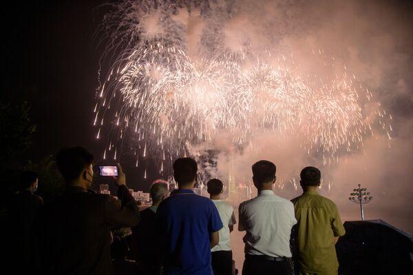 Lo spettacolo pirotecnico che ha concluso i festeggiamenti a Pyongyang - Sputnik Italia