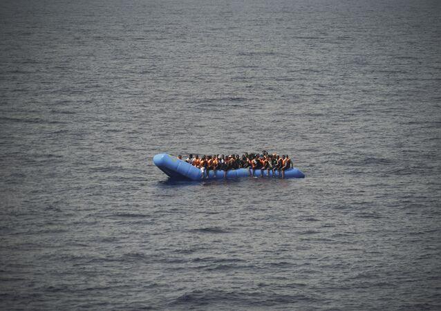 Migranti su una barca