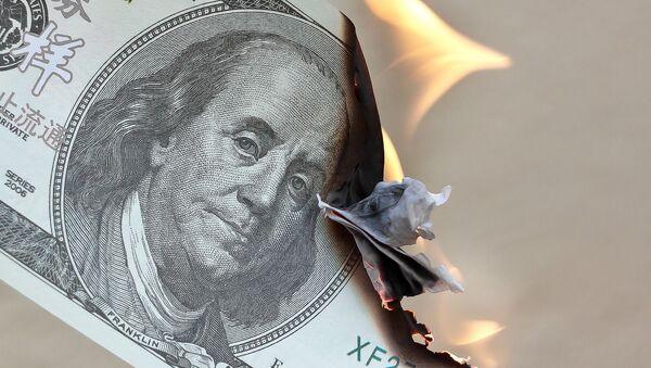 Burning dollar - Sputnik Italia