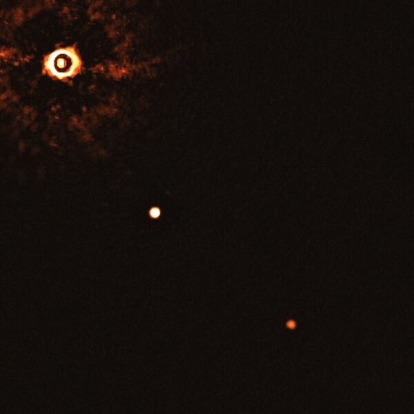 Una stella simile al sole TYC 8998-760-1 accompagnata da due esopianeti giganti TYC 8998-760-1b e TYC 8998-760-1c - Sputnik Italia