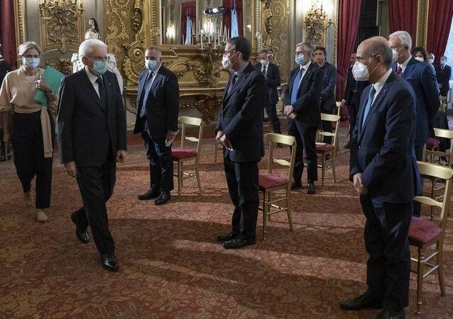 """Il Presidente Sergio Mattarella in occasione della cerimonia di consegna del """"Ventaglio"""" da parte dell'Associazione Stampa Parlamentare"""