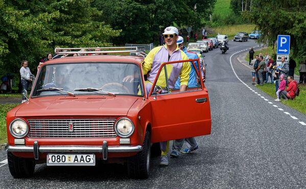 I partecipanti alla parata delle auto di Lada in Estonia - Sputnik Italia