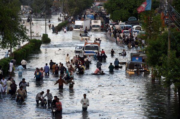 Strade allagate a Karachi, in Pakistan - Sputnik Italia
