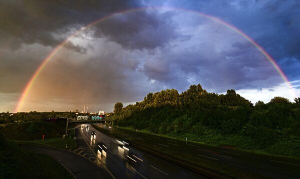 Un arcobaleno e nuvole scure sulla città di Dortmund, Germania occidentale, il 26 luglio 2020 - Sputnik Italia