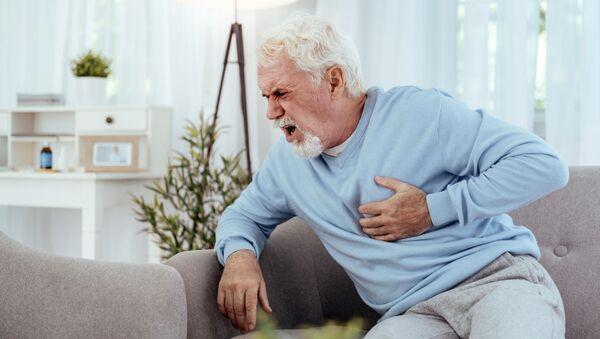 Сердечный приступ у пожилого мужчины - Sputnik Italia