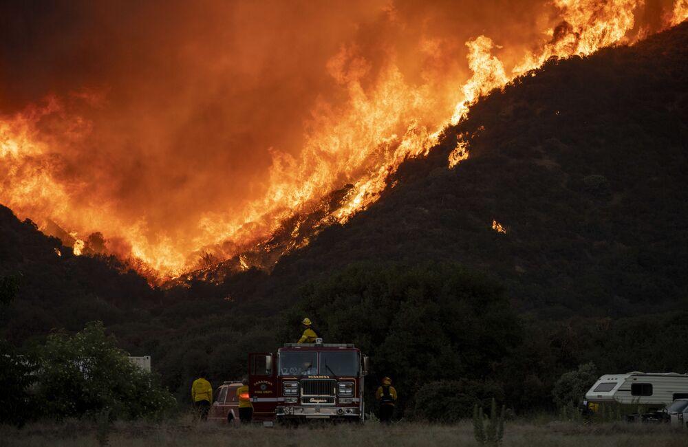 California, un vasto incendio boschivo nel sud dello Stato
