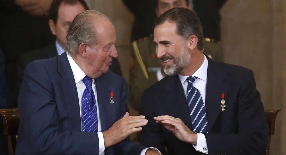 Il re emerito Juan Carlos e il re Felipe