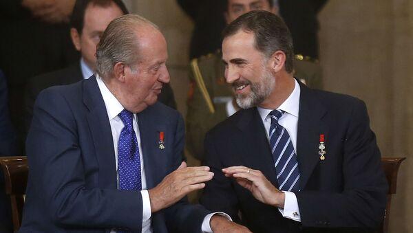 Il re emerito Juan Carlos e il re Felipe - Sputnik Italia