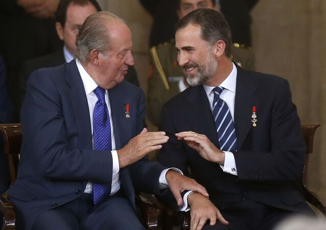 Il re emerito Juan Carlos e il re Felipe
