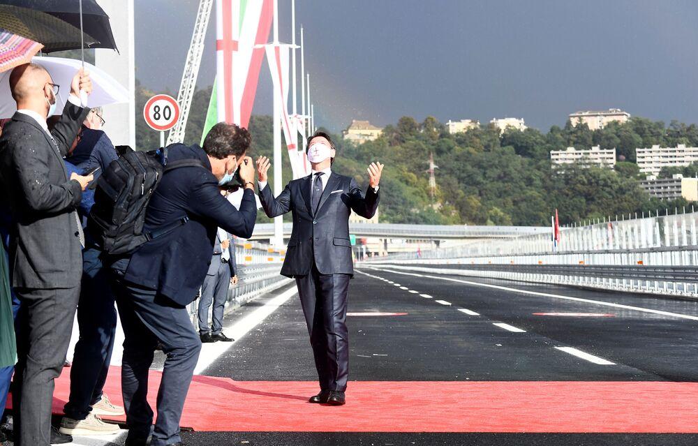 Il primo ministro Giuseppe Conte alla cerimonia dell'inaugurazione del nuovo ponte di Genova San Giorgio.
