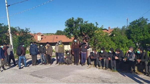 Migranti al valico - Sputnik Italia