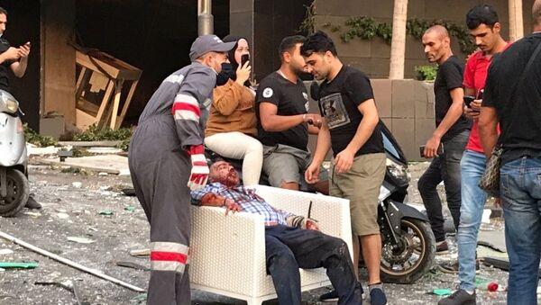 Uno dei feriti dopo l'esplosione a Beirut - Sputnik Italia