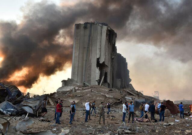 Macerie dopo un'esplosione a Beirut