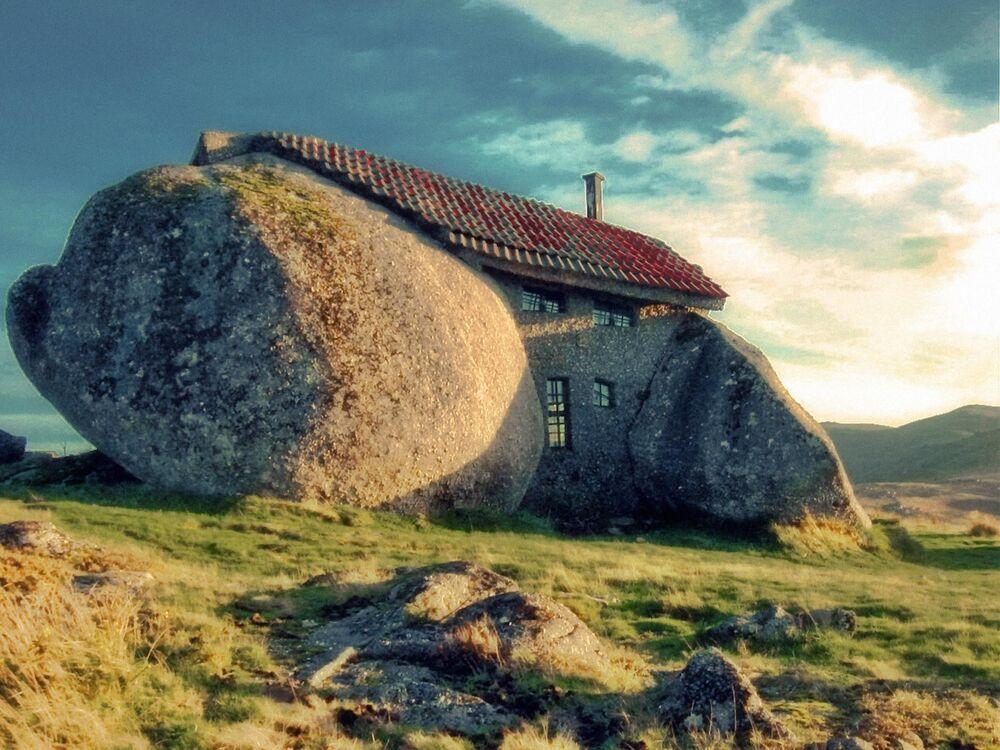 Una casa nelle montagne di Fafe, Portogallo.