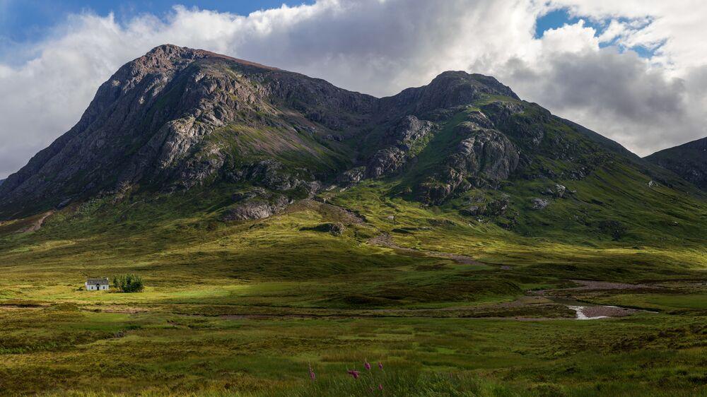 Una baita del club alpinista scozzese vicino al fiume Coupall.