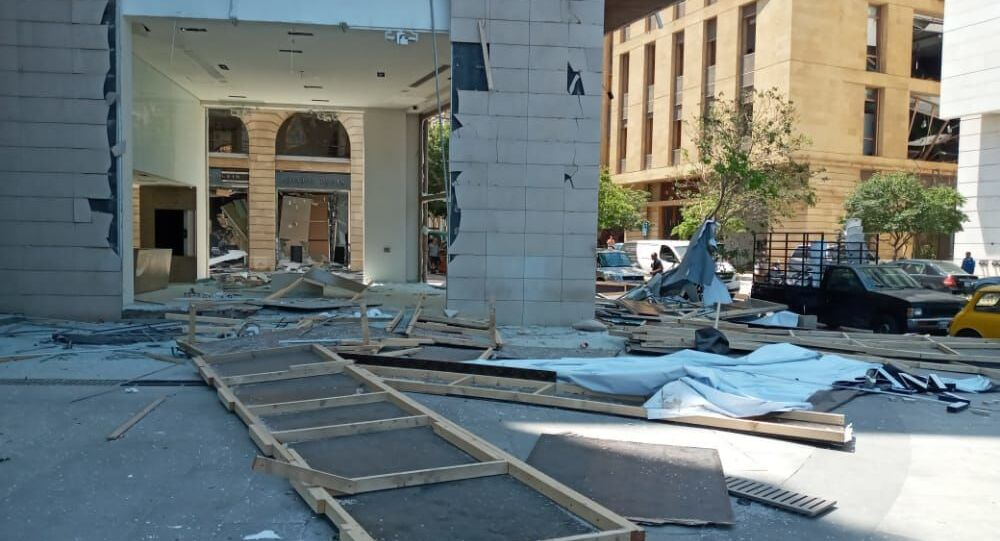 Macerie nelle strade di Beirut, all'indomani dell'esplosione