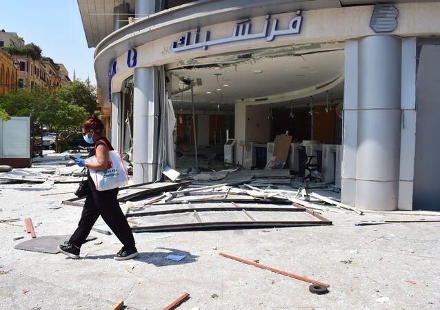 Macerie nelle strade di Beirut all'indomani dell'esplosione
