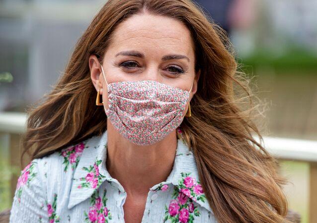 Mascherina viso floreale della Duchessa di Cambridge