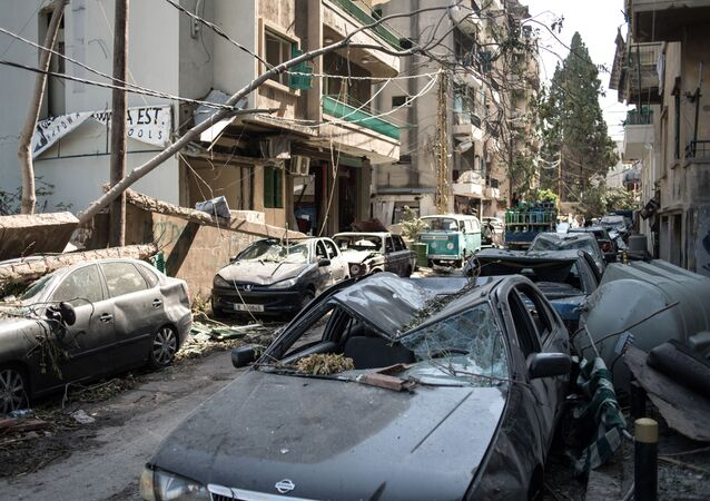 Le conseguenze della devastante esplosione presso il porto di Beirut