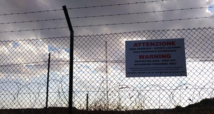 Corteo No Muos nella stazione NRFT dell'esercito USA a Niscemi, Sicilia