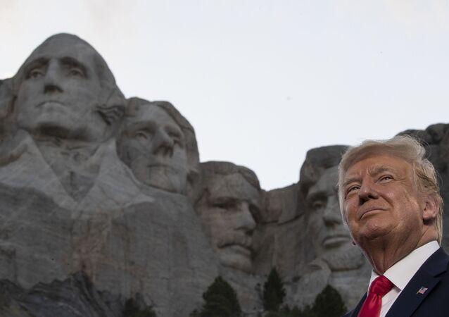 Il presidente Trump al Monte Rushmore
