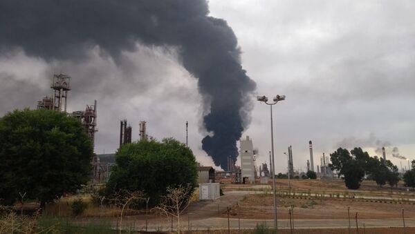 Incendio ad un complesso petrolchimico a Puertollano, Spagna - Sputnik Italia