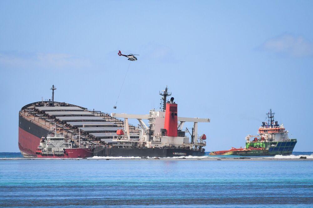 Una nave MV Wakashio si è incagliata alla costa del Mauritius sud-est.
