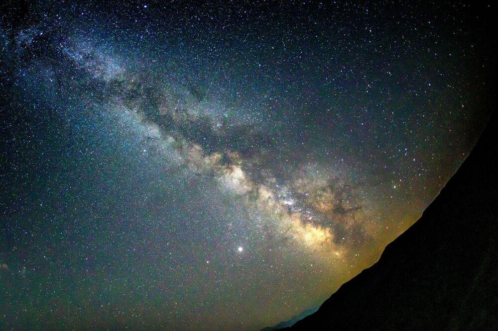 Un cielo stellato che si può osservare nel Territorio di Krasnodar in Russia durante lo sciame meteorico delle Perseidi.