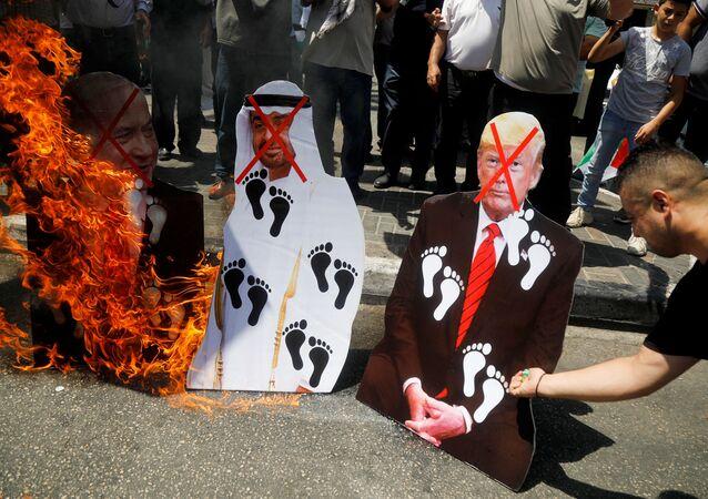 Proteste palestinesi contro accordo tra Emirati Arabi, Usa e Israele