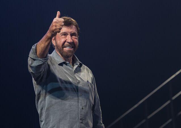 L'attore ed esperto di arti marziali statunitense Chuck Norris