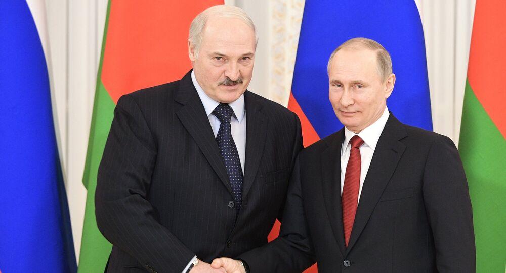 Alexander Lukashenko e Vladimir Putin (foto d'archivio)