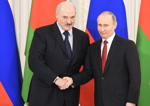 Vladimir Putin e Alexander Lukashenko (foto d'archivio)