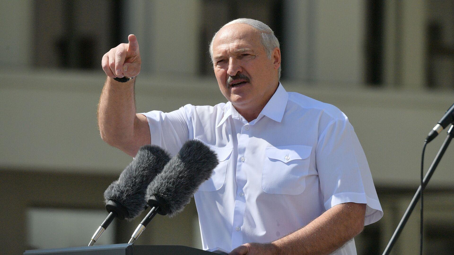 Il presidente bielorusso Aleksandr Lukashenko interviene al comizio a suo sostegno a Minsk - Sputnik Italia, 1920, 09.08.2021