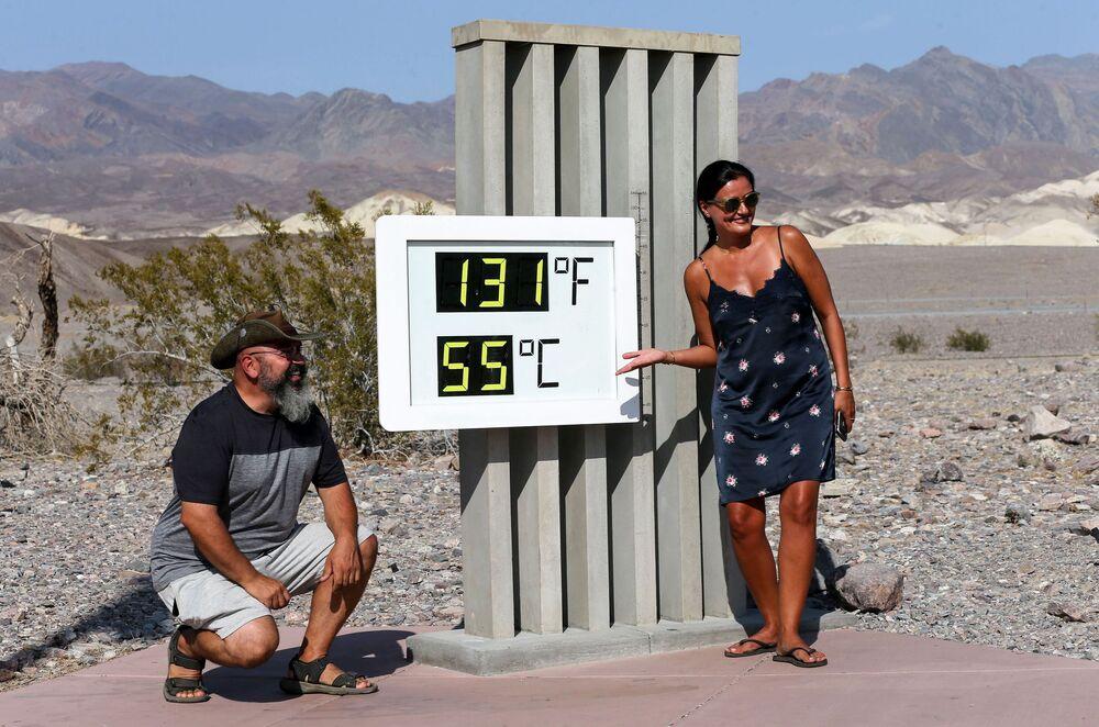 Il termometro del parco nazionale La Valle della Morte in California, USA.