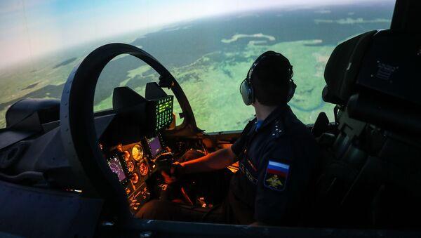 Тренажер кабины истребителя Су-30СМ в Липецком авиацентре имени В. П. Чкалова - Sputnik Italia