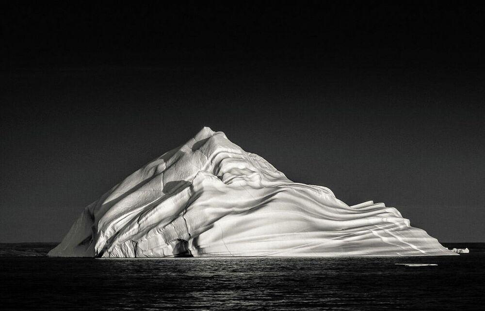 La foto Iceberg alla panna montata di Geffrard Bourke, Minimalist Photographer 2020