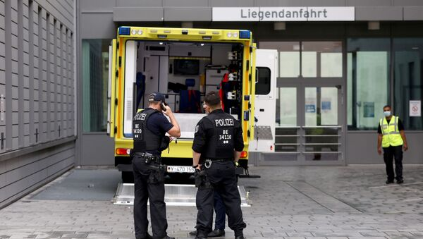 Police officers are seen in front of an ambulance that allegedly transported Russian opposition figure Alexei Navalny to Charite Mitte Hospital Complex where he will receive medical treatment in Berlin, Germany August 22, 2020. - Sputnik Italia