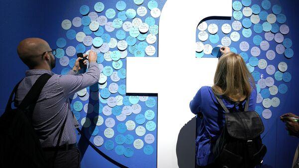 Logo di Facebook - Sputnik Italia