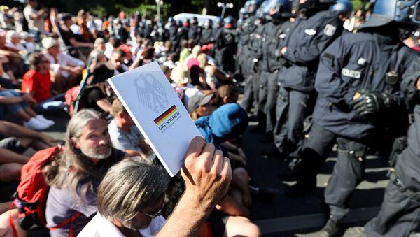 Manifestazione anti Coronavirus a Berlino - Sputnik Italia