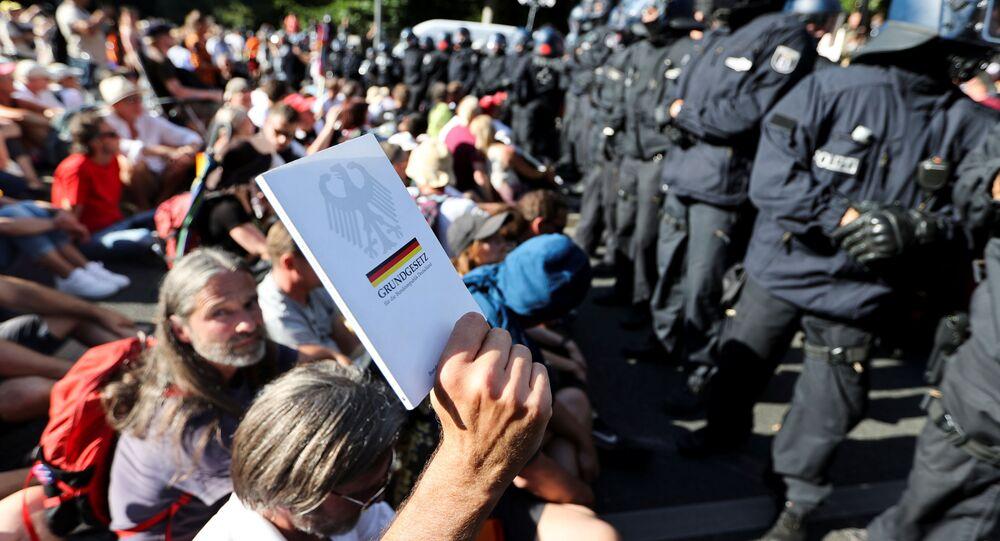 Manifestazione contro le limitazioni legate al Coronavirus a Berlino